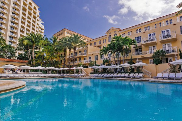 JWTurnberry_Cascata Pool_Orchid Tower.jpg