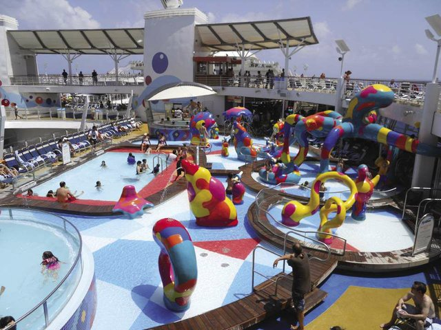Autism_on_Seas_Pool_H2O_Zone_-_Royal_Caribbean_Freedom_and_Oasis_Class_Ships_2_(1)_opt.jpg