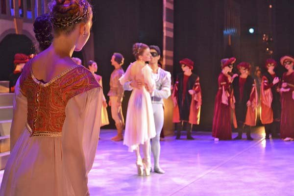 Ballet Palm Beach Romeo - They meet; PC Zele_web.jpg