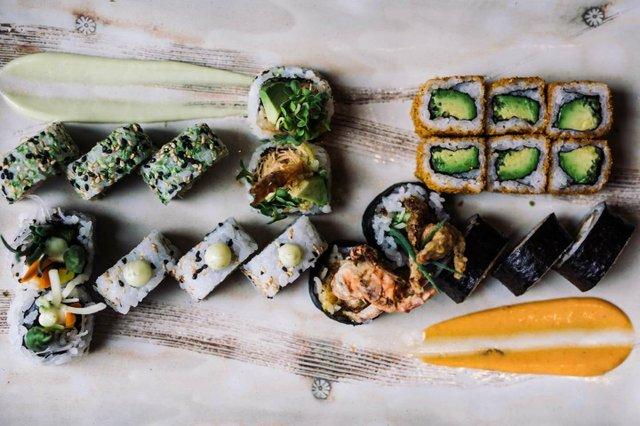SushiPlatter-9_opt.jpg