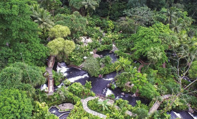 Tabacon_Hot_Springs_aerial_opt.jpg