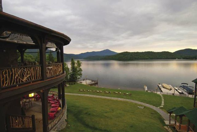 Lake_Placid_exterior_veranda_opt.jpg