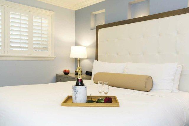 1._Bedside_champagne_at_Cranes__opt.jpg