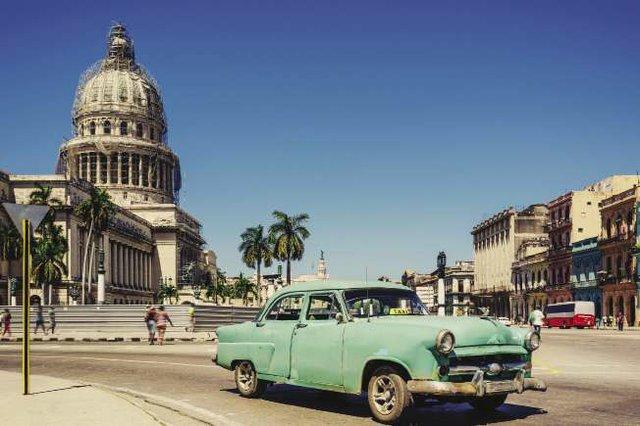 Old_Green_American_car_on_Havana_street_-_iStock_64822809_opt.jpg
