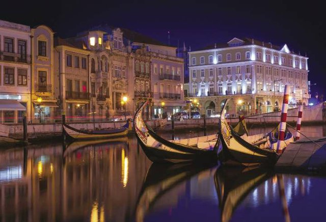 Aveiro_at_night_-_iStock_529675592_opt.jpg