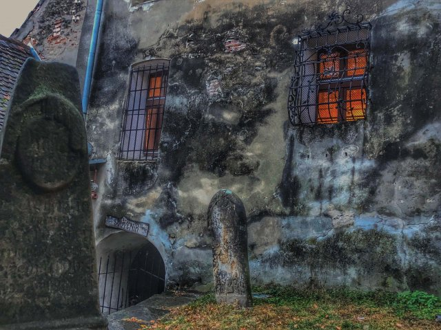 Eerie Cemetery Transylvania_web.jpg