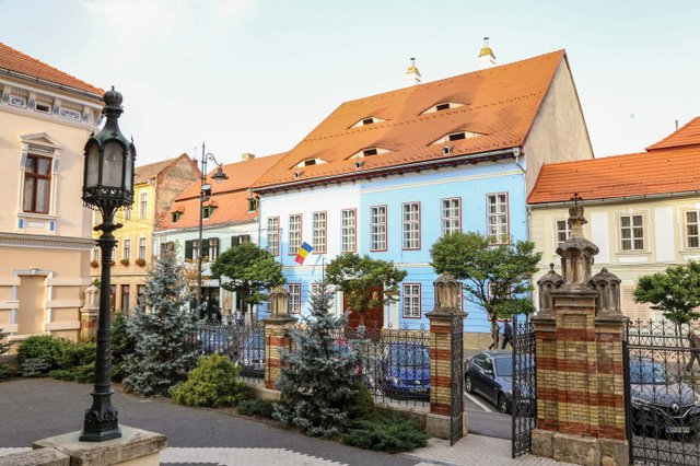 Sibiu House with eyes2_web.jpg