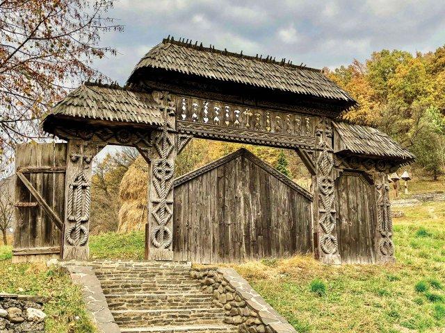 Wooden Farm Gates_web.jpg