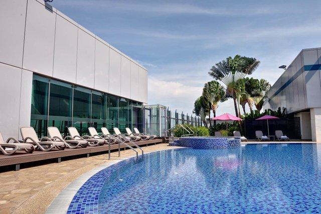 Changi Terminal 1 - Transit - Rooftop Swimming Pool_web.jpg
