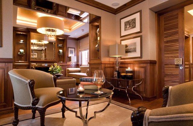Club Lounge2_web.jpg