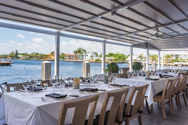 Patio, Mastro's Ocean Club FTL; photo credit Mastro's Restaurants_web.jpg