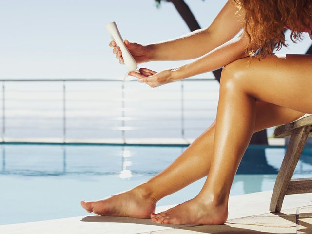 Sunscreen_Pool_Woman_iStock-492400119_teaser.jpg