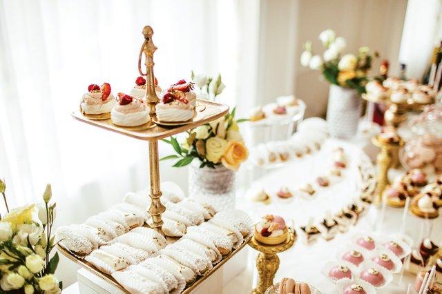 Dessert_Table_Wedding_iStock-892196530_EDIT.jpg