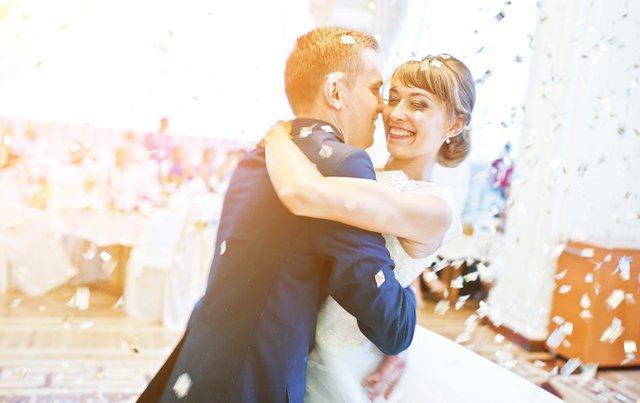 Wedding_Dance_Couple_Confetti_iStock-674589620_EDIT.jpg