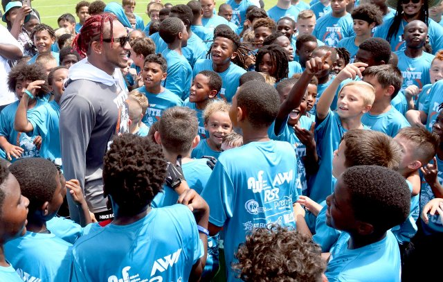 Albert-Wilson-speaking-to-kids-at-2019-Albert-Wilson-Youth-Skills-Camp.jpg