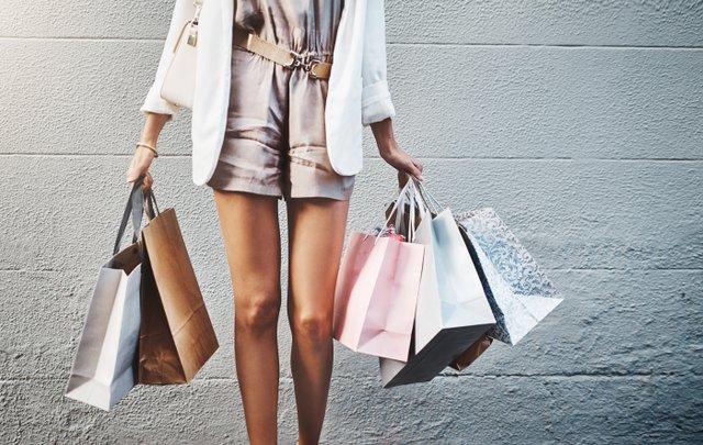Shopping_Woman_Bags_iStock-888019344.jpg