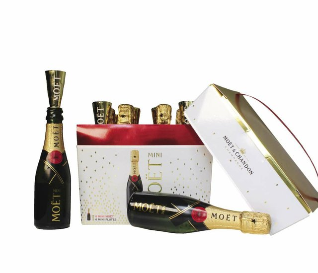 Moet_pack_2_bottles_FINAL_opt.jpg