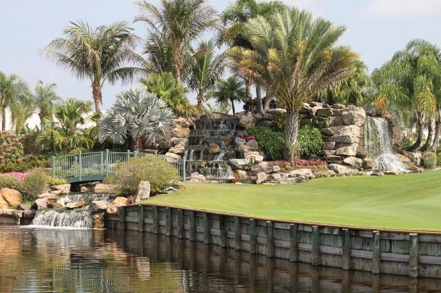 Polo_Golf Fountain and Bridge_web.jpg