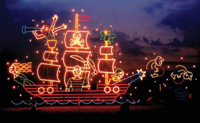 BocaRatonObserver_ToDoToSee_HolidayFantasyOflights.jpg